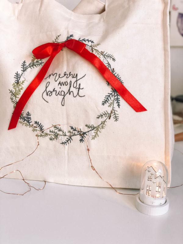 Merry and bright - hímzett zsebes vászontása