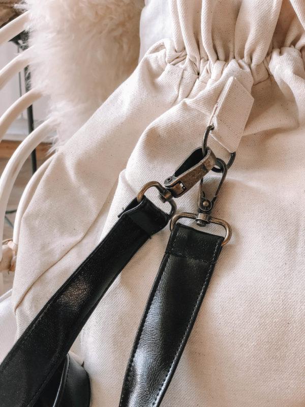 Lilith hímzett hátizsák